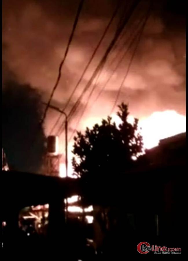 Malam Pergantian Tahun Baru, Sijago Merah Lahap 4 Rumah di Kampung Dalam