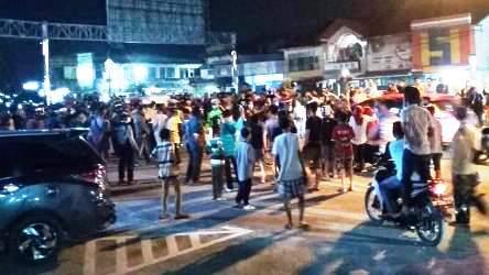 Pedagang Kaki Lima Pasar Senggol Protes PSBB