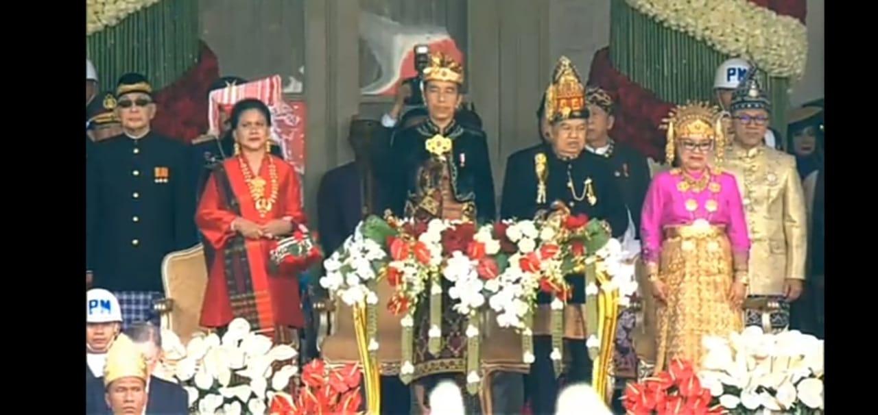 Upacara HUT RI Ke -74  Ibu Negara Iriana Jokowi Kenakan Pakaian Adat Suku Simalungun