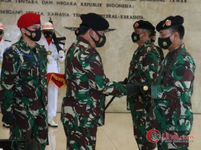 Sertijab Danjen Akademi TNI dan Penyerahan Jabatan Irjen TNI Sesuai Protokol Kesehatan