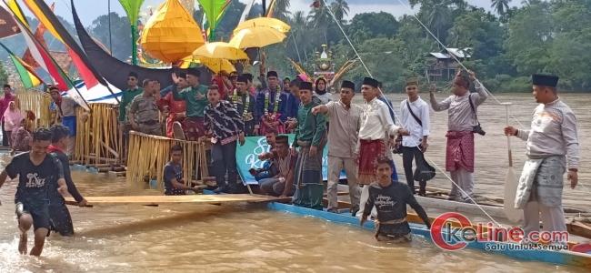 Festifal Perahu Baganduang Berasal Dari Masing Masing Desa Di Kecamatan Kuantan Mudik