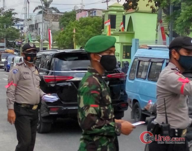 Sampena Hari Kesehatan Nasional, Gabungan TNI-Polri, Ormas dan Kader Kelurahan Bagi Masker