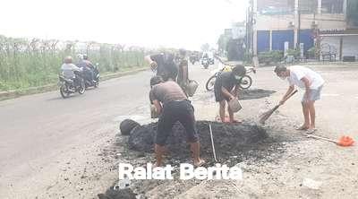 """Berita Limbah Hotmix Dibuang di Jalan Pondok Cabe Raya, Warga: """"Ini Sabotase"""", Diralat"""
