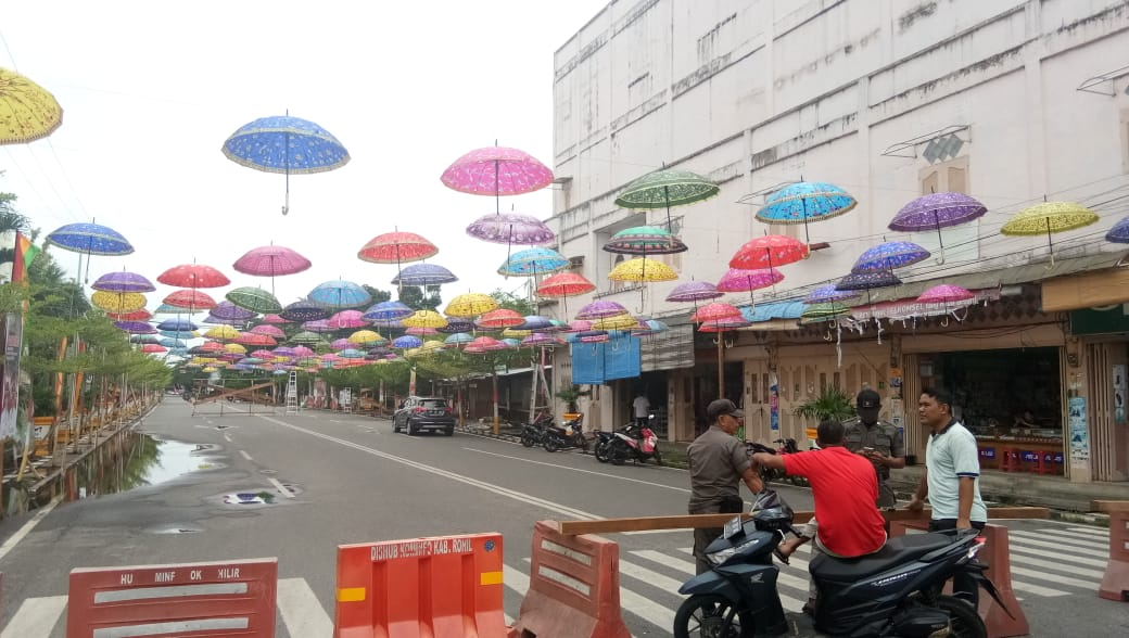 Payung Warna Warni Hiasi Bagan Siapiapi Jelang Ritual Bakar Tongkang