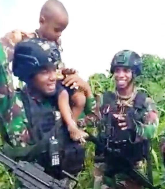Yang Nonton Video Viral Satgat TNI di Papua Ini Bakal Merinding