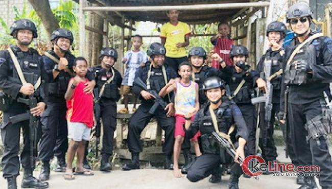 Dengan Pendekatan Budaya Melayu Ternyata Brimob Kepri di Papua Disambut Warga
