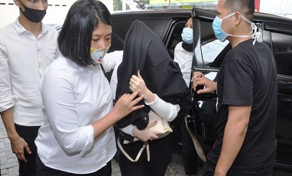 Ditangkap Dalam Hotel, Status Artis FTV Hana Hanifah Masih Saksi
