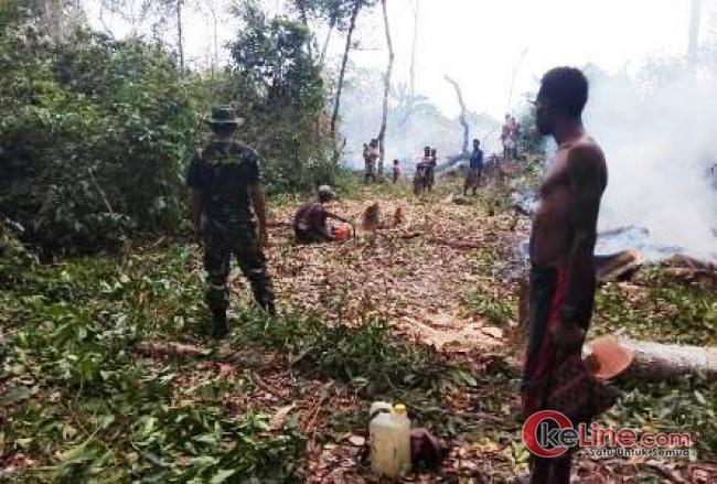 Masyarakat Yakyu Buka Jalan Baru Menuju Perbatasan dengan TNI