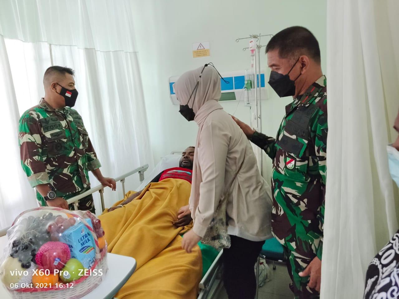 Danrem 174 Merauke Jenguk Anggota dan Keluarga yang sakit, disaat Cek Pam dan Tegakkan Prokes PON XX