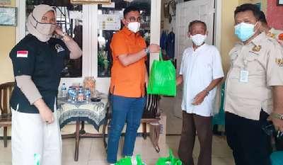 Bukan Takut Terpapar Malah Tony Hasibuan Berikan Bantuan Kelokasi Warga yang Sedang Isoman