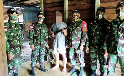 Berkat Pembinaan Teritorial, Warga Perbatasan Serahkan Tiga Pucuk Senjata Api