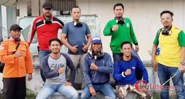 Pemuda RT.02/RW.01 Secara Swadaya Melakukan Penyemprotan Disinfektan Kerumah Warga