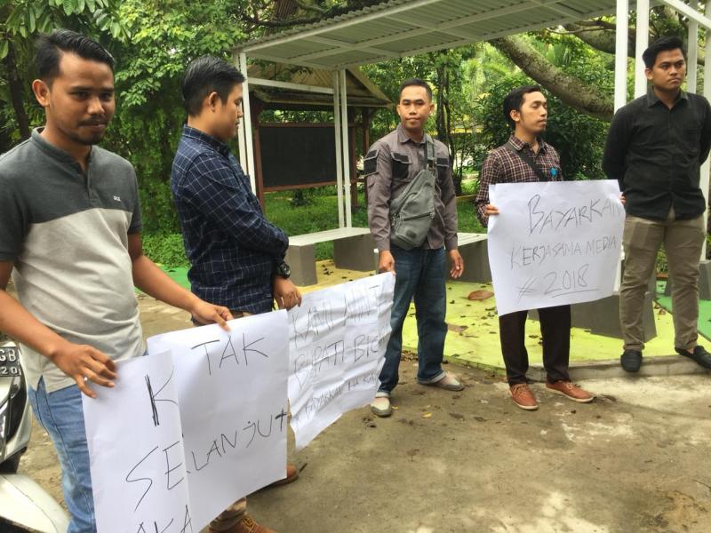 Uang Kontrak Media Dimainkan Puluhan Wartawan Inhil Goyang Kominfo
