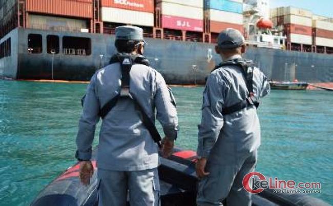 Usai Pimpin Apel Perdana Kakan Kamla Zona Maritim Barat Tinjau Kapal Kandas