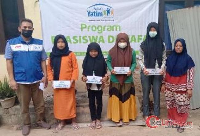 Rumah Yatim Serahkan Bantuan Pendidikan untuk Yatim dan Dhuafa di Pekanbaru