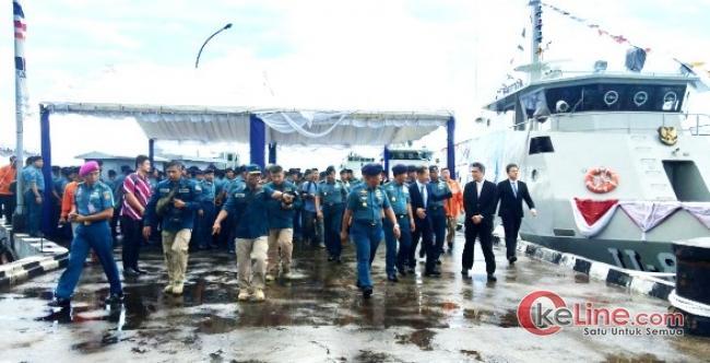 Kasal Saksikan Penyerahan 4 Unit KAL 28 M dan 6 Unit Combat Boat AL D-18