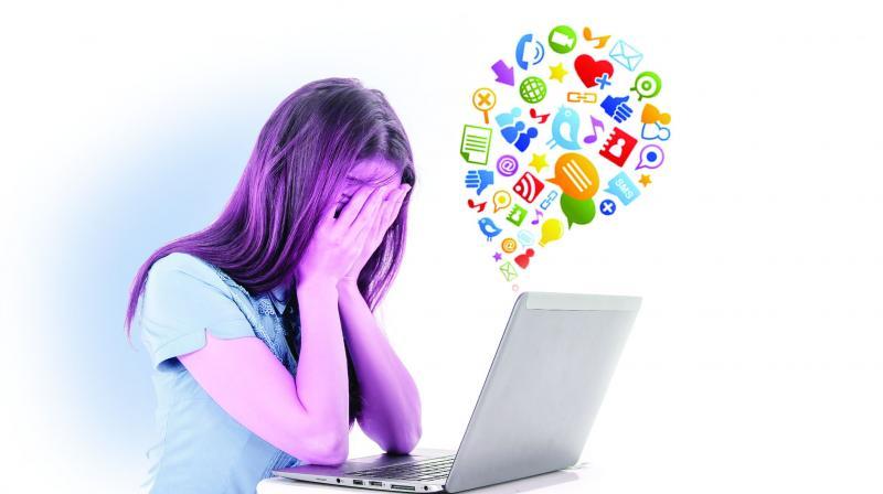 Efek Media Sosial Bagi Remaja Perempuan Bisa Menyebabkan Tekanan Psikologis