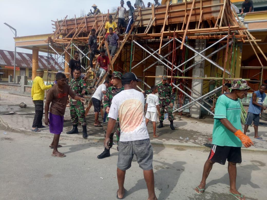 Bakti TNI Kepada Masyarakat, Yonif RK 136 / TS  Terjunkan Personelnya di Desa Morella Maluku