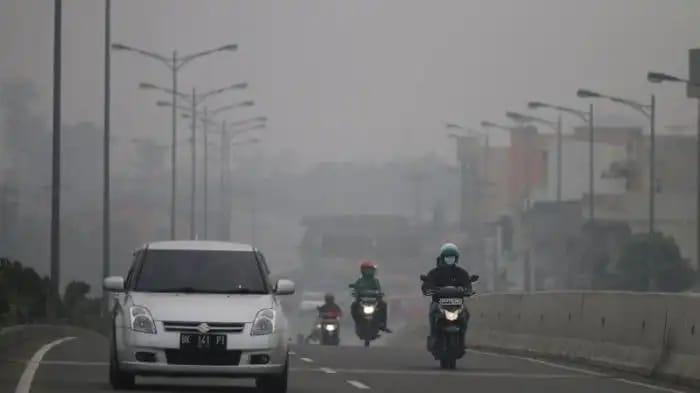 Jarak Pandang Hanya 1,5 KM. Kabut Asap Riau Semakin Merajalela dan Membahayakan