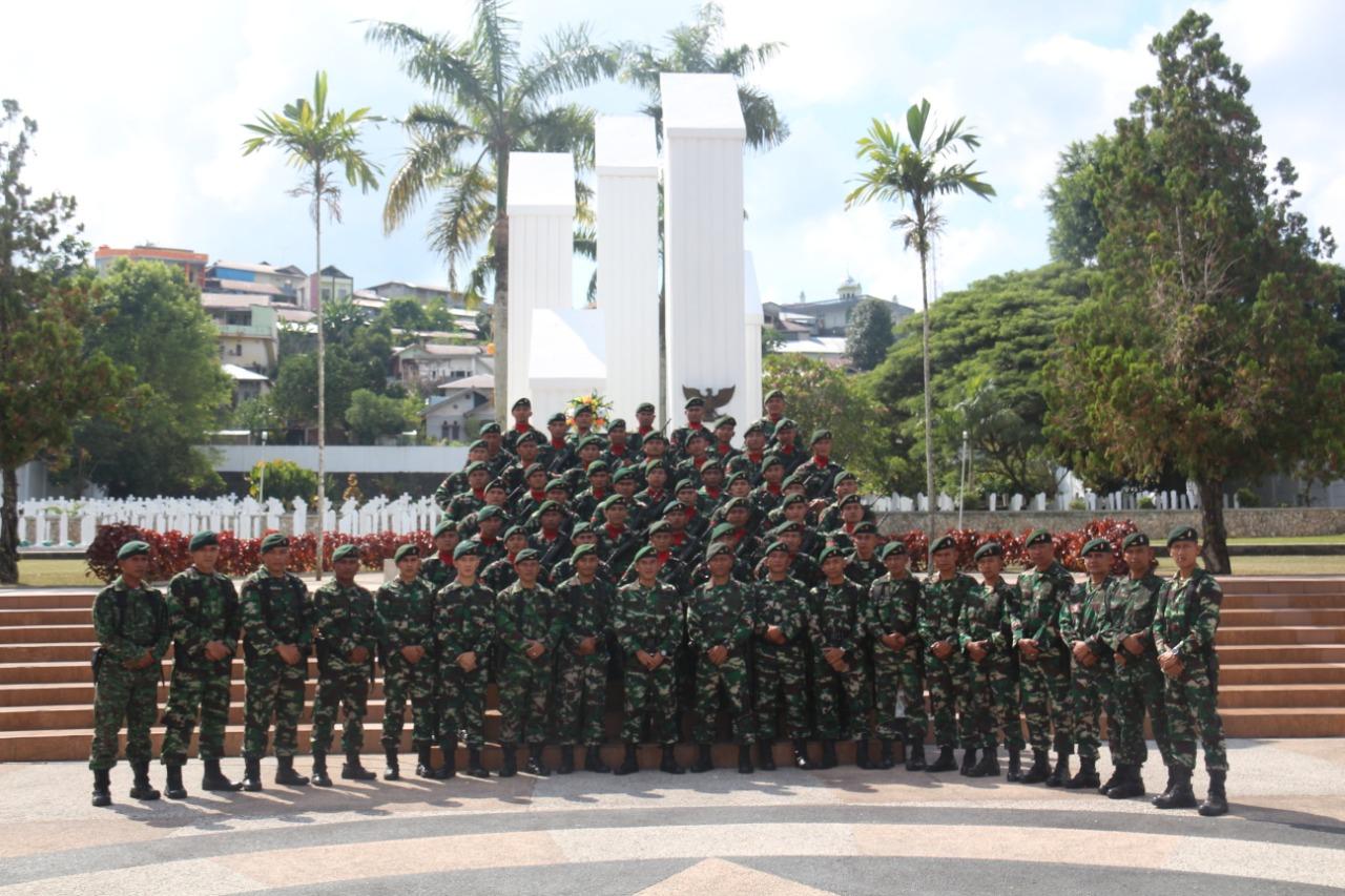 HUT Ke-15, Satgas Yonif RK 136 / TS Mengenang Jasa Para Pahlawan Hingga Gelar Klinik Mobile