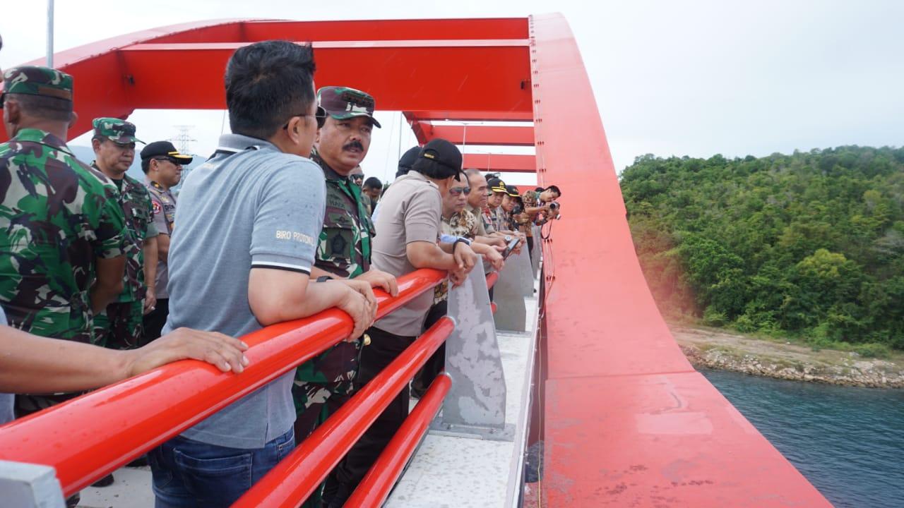 Panglima TNI Tinjau Jembatan Holtekamp di Jayapura