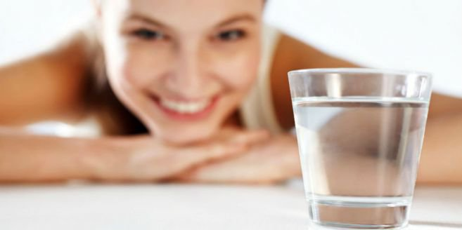 Ternyata Air Putih Mampu Menghambat Penuaan Dini Pada Wanita