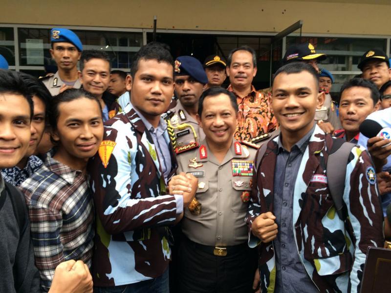 SAPMA Ikatan Pemuda Karya Komsat UIR Salam Komando Dengan Kapolri