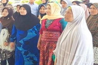 Warga Ampalu Pariaman Bawa Kasus RTLH Tidak Tepat Sasaran ke Kajari