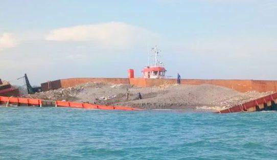 Deputi III Kemenko Maritim Tinjau Tongkang Bermuatan Zirkon