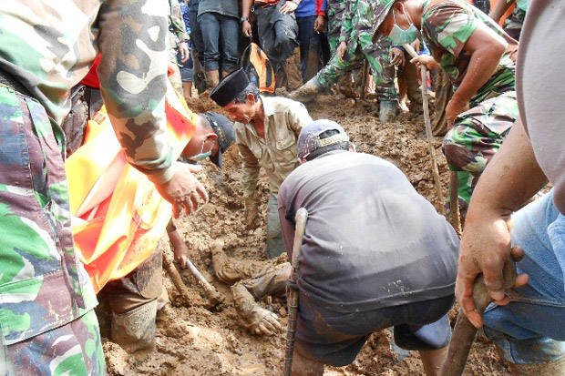 Longsor Ponorogo, 38 Orang Masih Terkubur