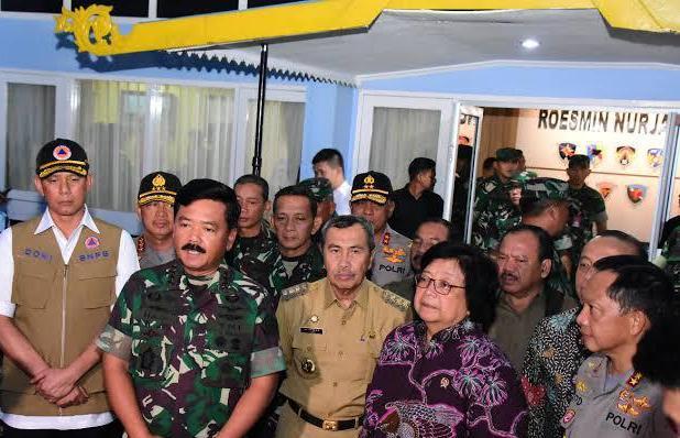 Panglima TNI. Polri Dan Menteri Lingkungan Hidup Beserta Jajaran Tinjau Karhutla Pelalawan