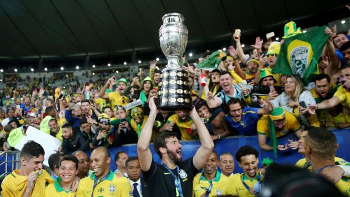 Brasil Angkat Tropi Copa America Setelah Menanti 12 Tahun