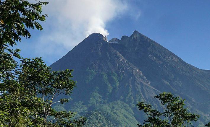 Gunung Marapi Sumbar Meletus Tiga Kali