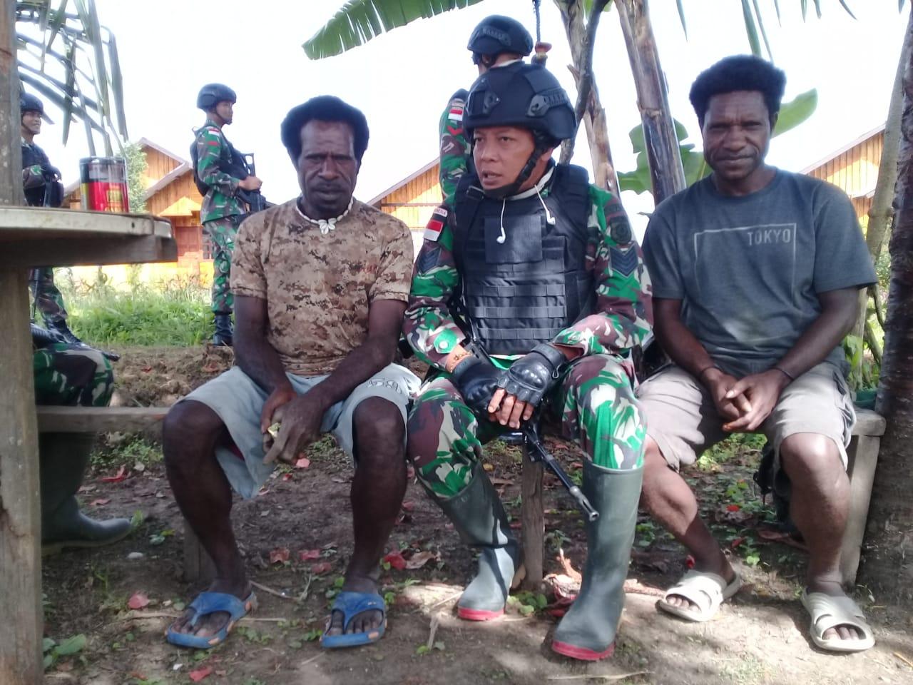Pererat Silaturahmi, Personel Satgas Pamtas Yonif Raider 514 Anjangsana ke Rumah Masyarakat