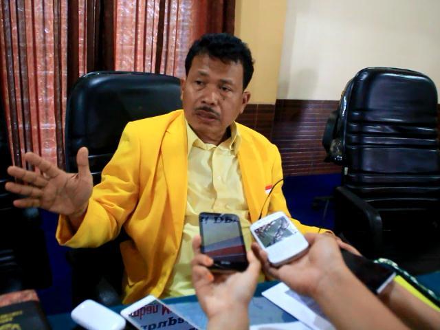 Geram Ancam Duduki Gedung DPRD Riau