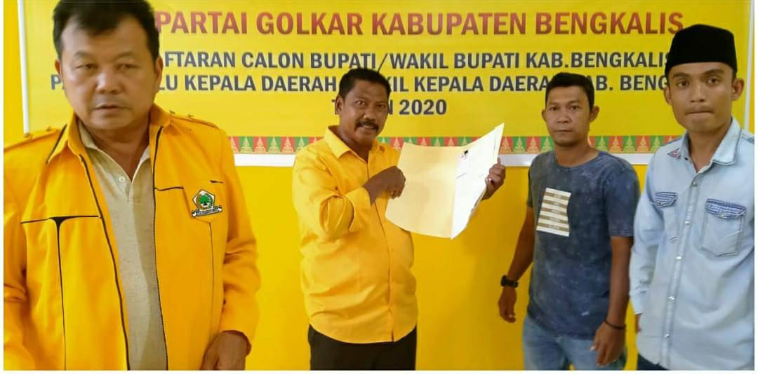 H. Indra Gunawan Eet, PhD Bersama H. Samsu Dalimunte Kembalikan Formulir Ke DPD II Partai Golkar