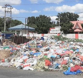 Warga Komplain, Tumpukan Sampah Berserakan di Jalanan Pekanbaru