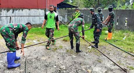 Prajurit TNI Dirikan Tenda Pengungsian Pasca Gempa, Warga: Terimakasih TNI