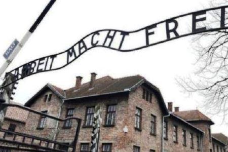 Akasi Bugil di Bekas Kamp Konsentrasi Nazi Polandia Dikecam