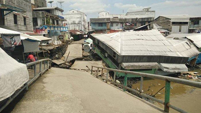 Gubri Tinjau Jembatan Ambruk di Tanah Merah