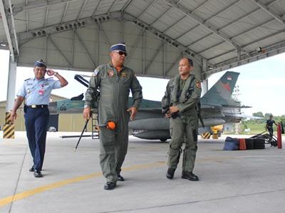 F16 Kembali ke Markas Lanud Rsn Pekanbaru