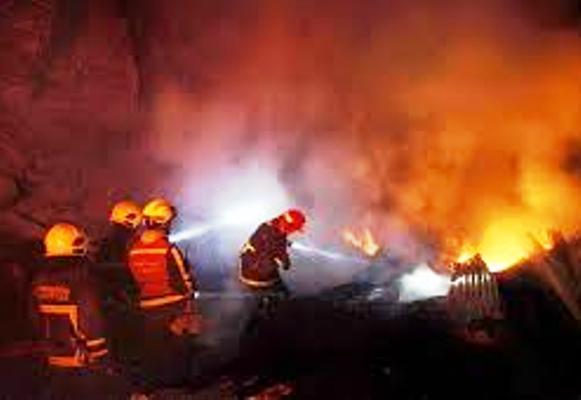 15 Unit Mobil Pemadam Jinakkan Api SPBU Jakarta
