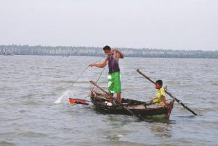 Ikan Tangkapan Nelayan Terus Turun