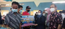 Dinsos Kabupaten Bengkalis Berikan 22 Buah Penampung Air Hujan Untuk Suku KAT