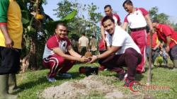 Polsek Bandar Pulau Tanam 50 Bibit Pohon