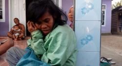 VIRAL !!! Video Seorang Wanita Dengan Gangguan Jiwa Lantunkan Ayat Al - Quran Sangat Merdu