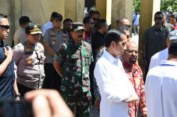 Panglima TNI Dampingi Presiden Tinjau Kondisi Pasar di Wamena