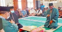 Memeluk Agama Islam, Sampang Ganti Nama Abdul Aziz Al Faruqi