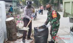 Demi Berbakti Pada Warga, Serka Adeng Rela Bersihkan Sampah Menggunung di Kota Pekanbaru