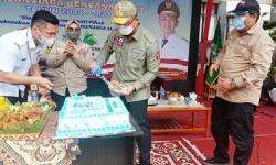 Kemensos Hadiri HUT Tagana Ke-17 di Banten, Andika Hazrumi Potong Tumpeng